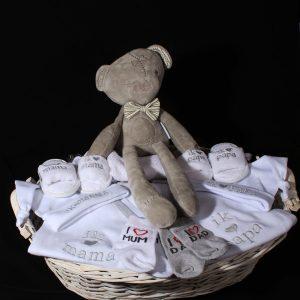 Geboortemand neutraal - voor jongen of meisje - Love Mum and Dad. Een prachtig neutraal geboortecadeau voor een jongen of meisje.
