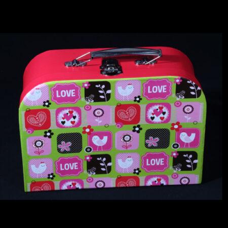 Babykoffertje met handdoek en washandje - Geboortekadootje Girafje. Een handige koffertje gevuld met frisse appelgroene babyproducten