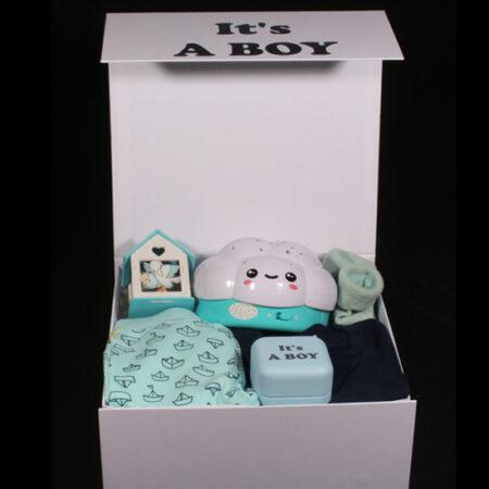 Verrassingspakket geboorte jongen - Geboortedoos It's A BOY. Een luxe doos met een muziekdoosje met licht en geluid in de vorm van een wolk