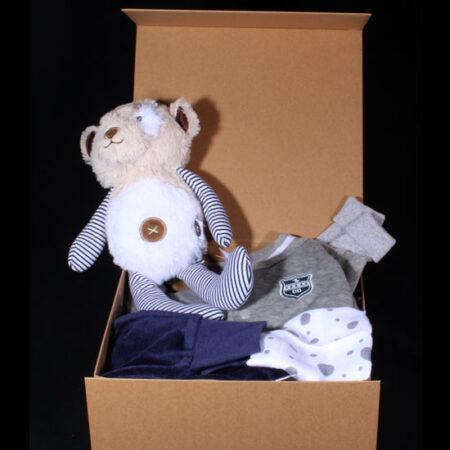 Geboortepakket voor jongen - Mooie Kraft doos met muziekbeertje. Een leuke doos met een prachtig velous broekje en vest.