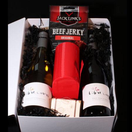 Wijngeschenk met rode en witte wijn en lekkernijen