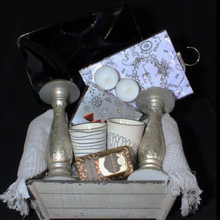 Huwelijksgeschenk - Cadeau voor huwelijk - Sfeervol en gezelligheid. Kandelaars, bekers en chocolade, om na te genieten van de bruiloft