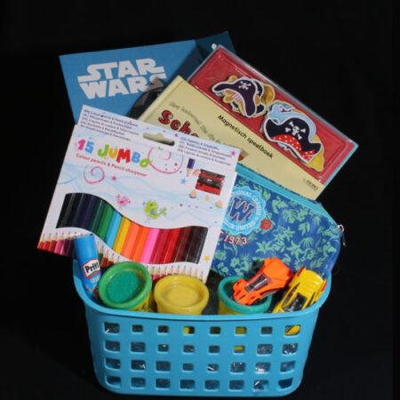 Beterschap cadeau voor jongen - Kleuren met StarWars. Een leuk mandje voor een zieke jongen met Starwars kleurboek en piraten boekje
