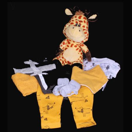 Geboortemand jongens - Modern geboortecadeau met giraf. Een kraamcadeau helemaal van deze tijd met geluids giraf knuffel
