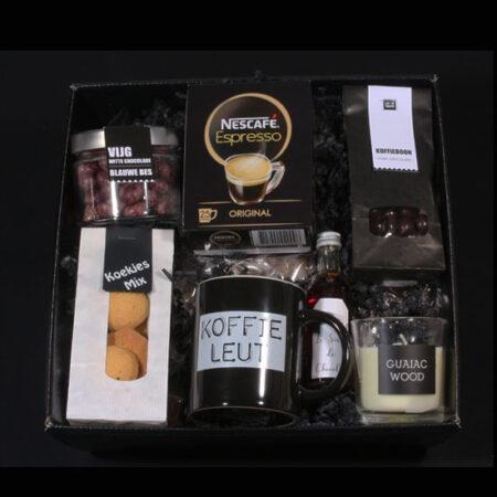 Koffie en chocolade cadeaupakket - Voor de echte Koffieleut. Hier houdt de echte koffie liefhebber van. Heerlijke koffie en chocolade