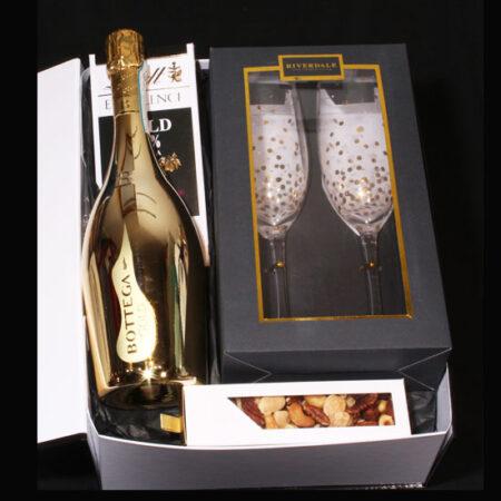 Luxe geschenkpakket voor huwelijk of relatie - een Gouden Toast. Luxe geschenk met champagne glazen van Riverdale en een lekker bubbel