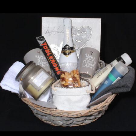 Geschenkpakket voor huwelijk - Trouwcadeau You are Cool. Een verras huwelijksgeschenk voor haar en hem om ze te verwennen