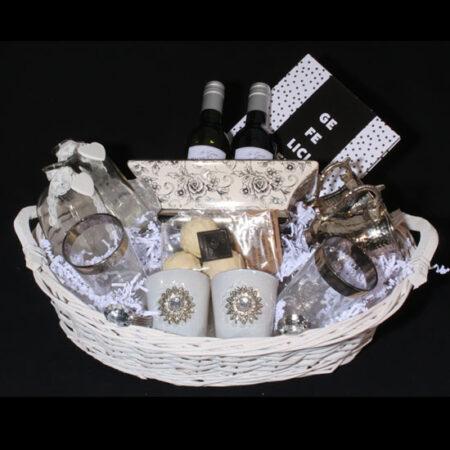 Geschenkpakket voor huwelijk - Cadeauw huwelijk - Wijn en zilver. Een prachtige huwelijkscadeau met zilver, wijn en chocolade